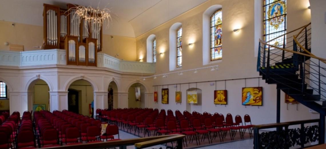Kostel sv. Anny v dubnu