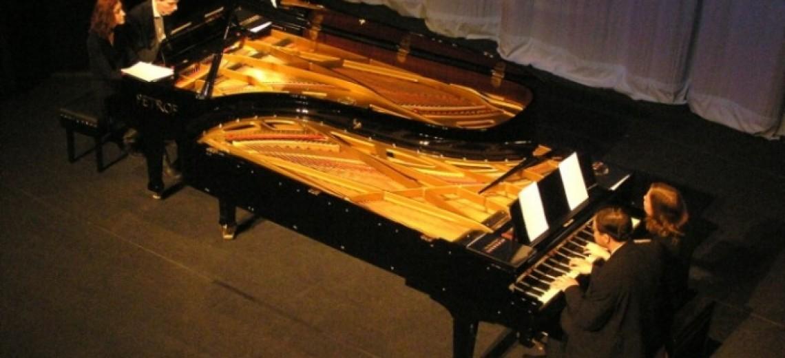 THE FORTYFINGERS ; Kvarteto čtyř klavíristů