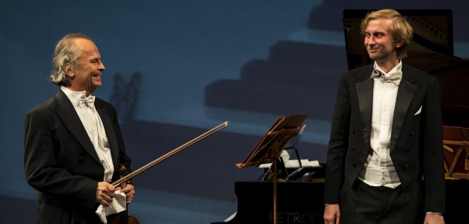 VÁCLAV HUDEČEK - housle, IVO KAHÁNEK - klavír a KOMORNÍ SOUBOR BAROCCO SEMPRE GIOVANE (z koncertu)