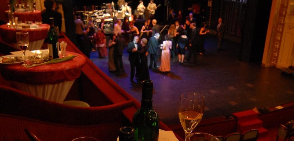 Ples nikoli v opeře, nýbrž v divadle