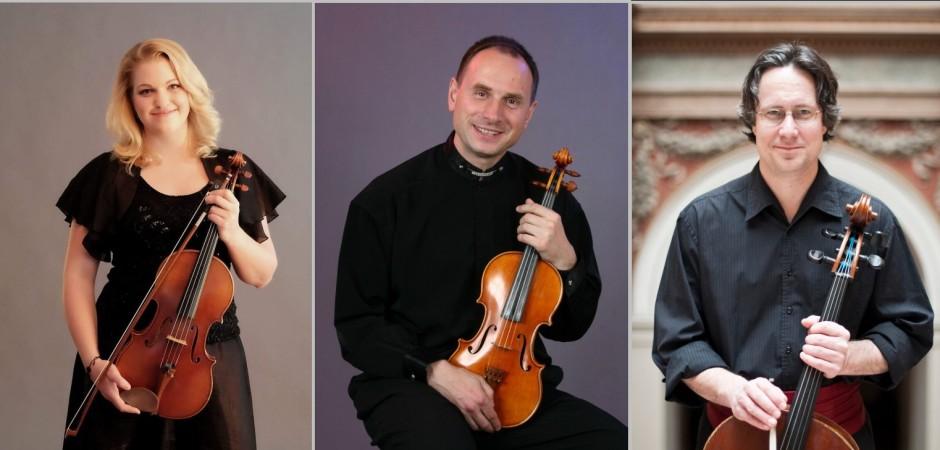 Smyčcové trio hrálo místy ve dvou, publikum dokázalo vyladit na jedničku