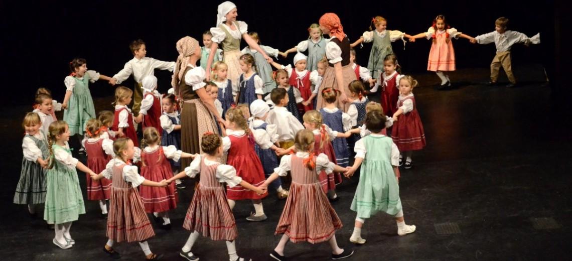 """Soutěž dětských zpěváků lidových písní - """"ZPĚVÁČEK"""" a přehlídka dětských folklorních souborů"""