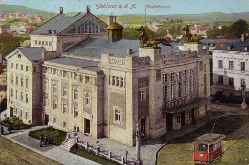 110.  let otevření Městského divadla